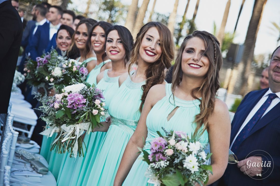 damas de honor en la ceremonia