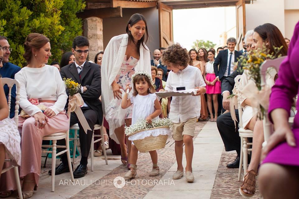 pajes en la ceremonia de boda