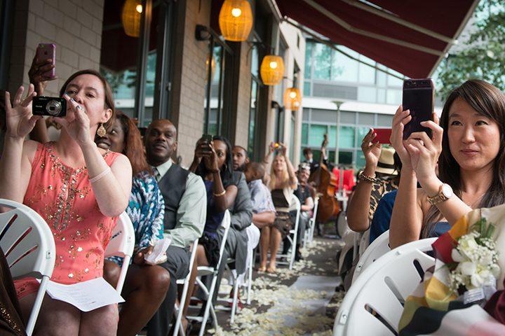 móviles-en-ceremonia-de-boda