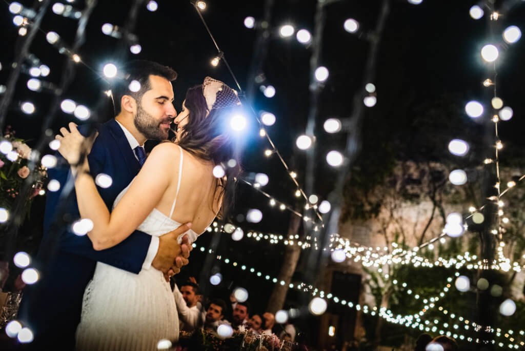pareja de novios en su boda