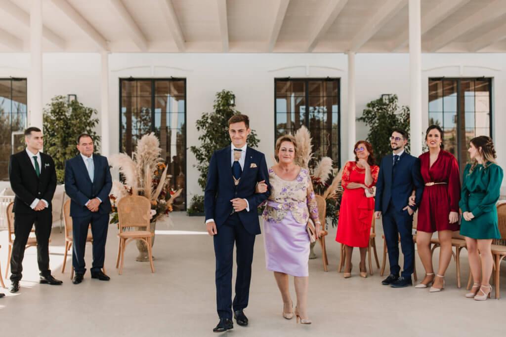 Entrada del novio a la boda